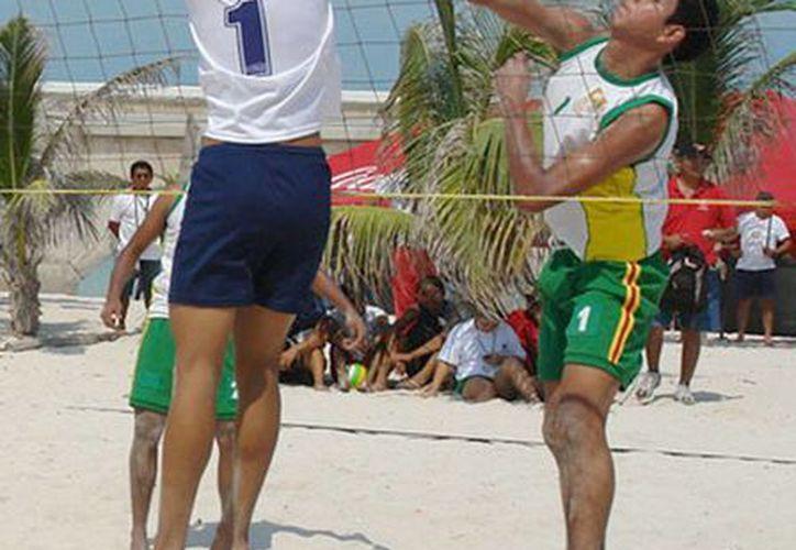 Los partidos se jugarán este viernes, sábado y domingo. Imagen de un partido de voleibol de playa. (Milenio Novedades)
