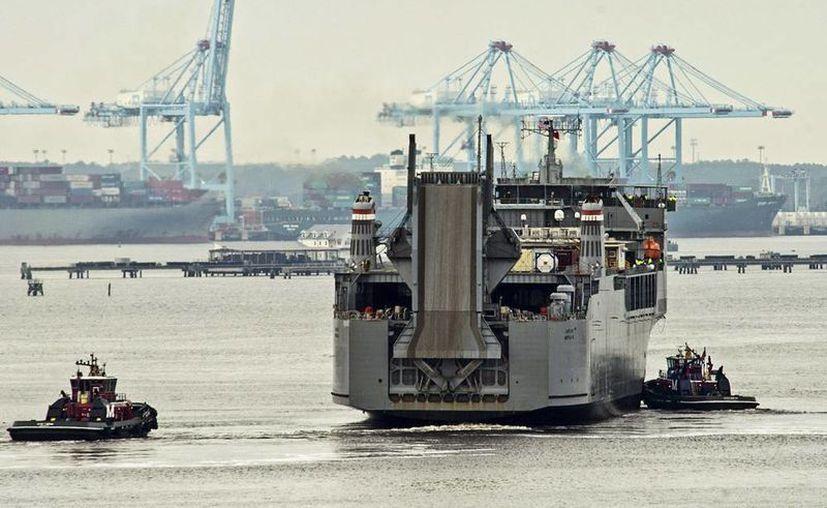 El carguero militar Cape Ray está equipado para destruir el arsenal químico sirio en alta mar, partió el lunes del puerto del Portsmouth, en las cercanías de la base naval de Norfolk (Virginia), y se dirige hacia el Mediterráneo. (EFE)