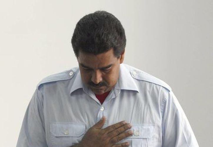 Maduro dijo que votó en memoria de Chávez y llamó a sufragar para 'fortalecer la democracia venezolana'. (Agencias)