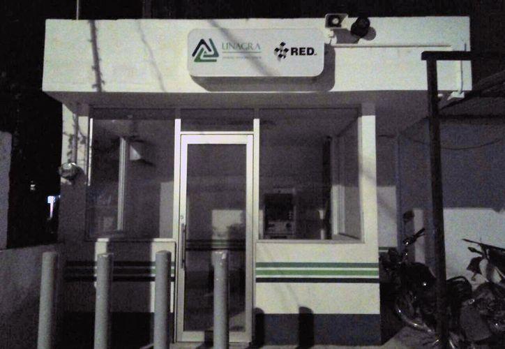 Desde hace dos años, el banco se comprometió a mejorar el servicio abriendo dos cajeros más, en Sabidos y Ucum. (Carlos Castillo/SIPSE)
