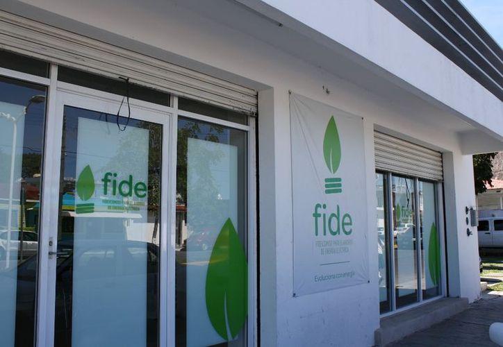 Tres mil 500 comerciantes de cuatro municipios de la zona sur de Quintana Roo tienen la oportunidad del Fideicomiso para el Ahorro de Energía (FIDE). (Enrique Mena/SIPSE)