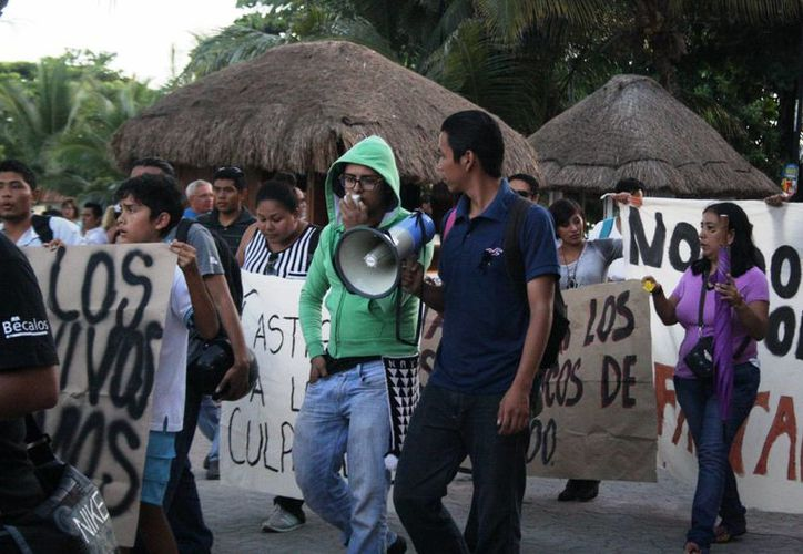 Los universitarios anunciaron que hoy volverán a manifestarse por el caso Ayotzinapa.  (Octavio Martínez/SIPSE)