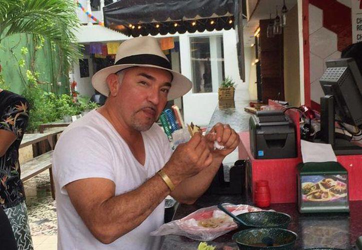 César Millán disfrutó de unos tacos en playa del Carmen. (Instagram/@cesarsway)