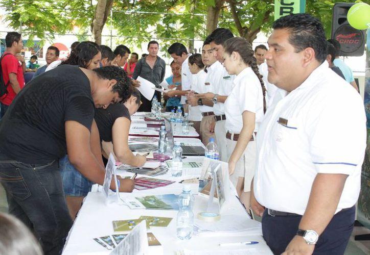 La CROC realizó una feria del empleo con firmas hoteleras. (Adrián Barreto/SIPSE)