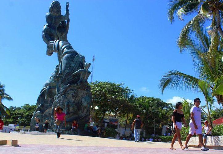 Una turista cubana tuvo que ser atendida por los cuerpos de socorro debido a que sufrió un resbalón. (Octavio Martínez/ SIPSE)