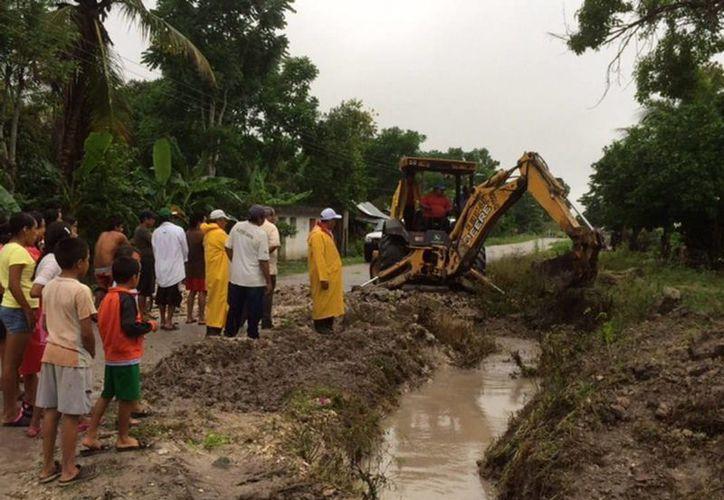 Reconstruyen las zonas afectadas por las lluvias en Chetumal. (Redacción/SIPSE)