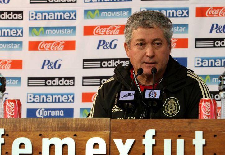El técnico de la selección mexicana, Víctor Manuel Vucetich, en conferencia de prensa. (Notimex)