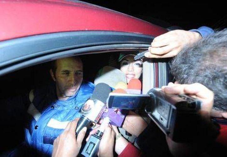 Tania Vázquez se fue del penal de Santa Martha acompañada por sus familiares a bordo de una camioneta. (Milenio)