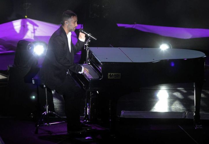 Camila es el dueto encargado del nuevo tema principal de Big Brother. En la gráfica Mario Domm durante un concierto ofrecido en Puebla. (Notimex)