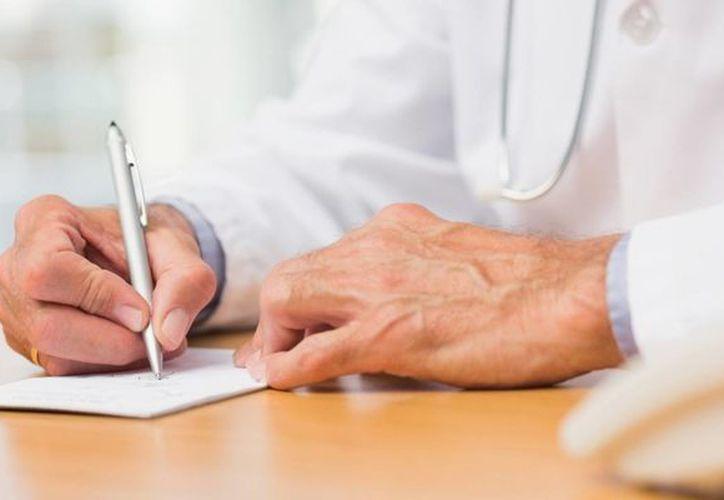 Uno de los objetivos es reducir el número de errores al eliminar la caligrafía difícil de entender de los médicos. (huffingtonpost.ca)