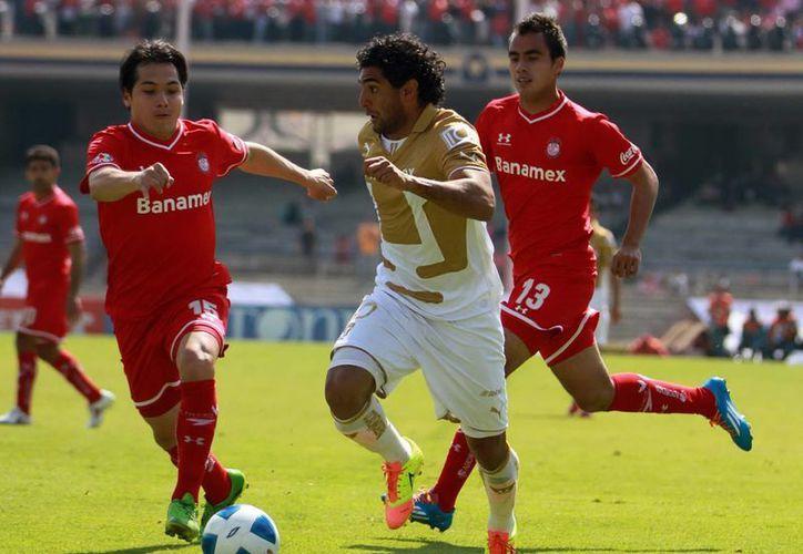 """Los felinos iniciaron el encuentro con ganas de dar zarpazos, pero después del primer gol de Toluca se """"desinflaron"""", principalmente en lo anímico y la confianza. (Notimex)"""
