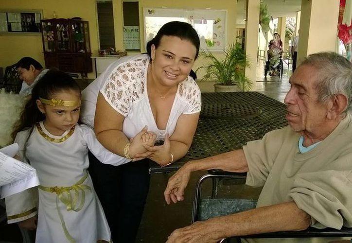 En febrero se realizará en Mérida un taller para que los abuelos evoquen sus recuerdos y los puedan plasmar en un libro. (Cortesía)
