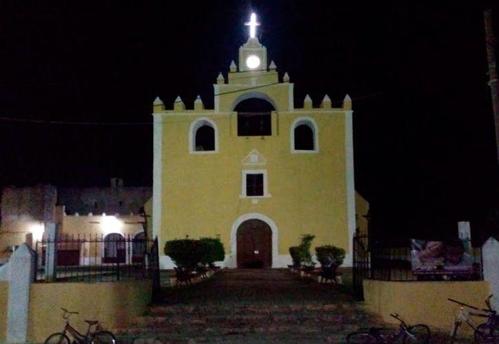 En la iglesia de Tekantó, hay nicho en el que se supone yacen los restos un torero. (Jorge Moreno/SIPSE)