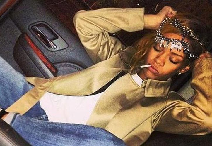 Rihanna subió esta foto a Twitter a través de Instagram. (Internet)