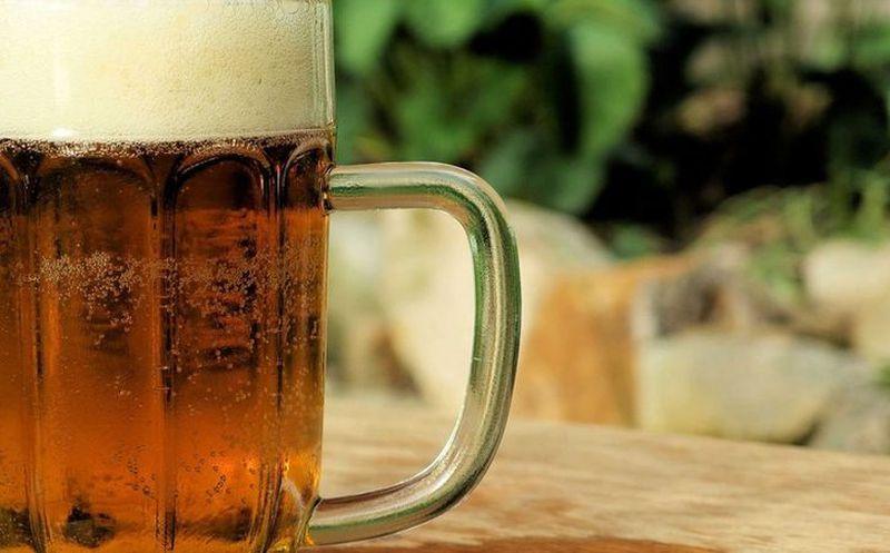 Muere tras tomar un tarro de cerveza en 30 segundos