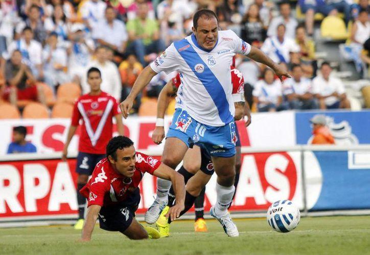 Cuahtémoc Blanco (c) marcó el gol del triunfo para el Puebla en la Copa MX. (Notimex/Foto de archivo)