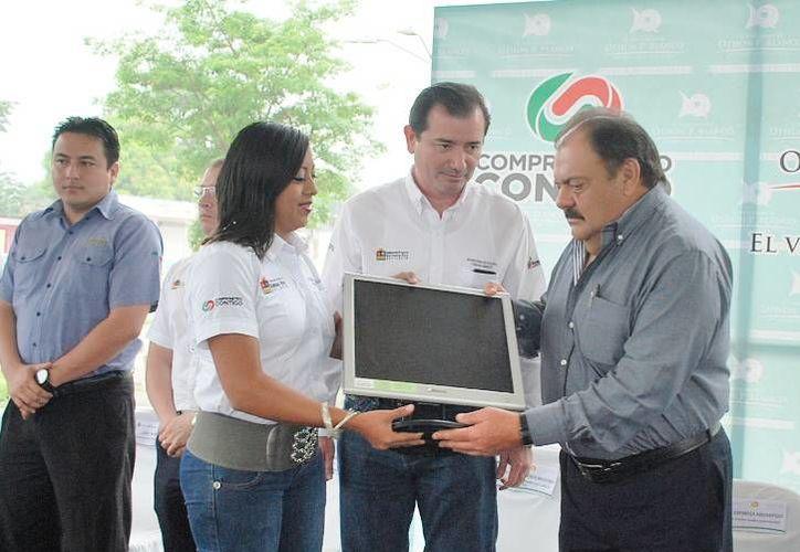 El alcalde Eduardo Espinosa Abuxapqui encabezó el protocolo de inicio de la campaña. (Cortesía/SIPSE)