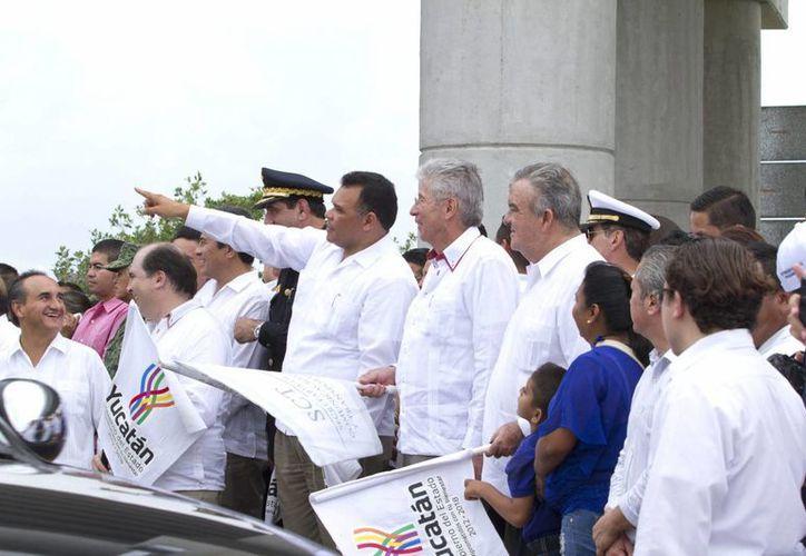 El secretario de Comunicaciones y Transportes, Gerardo Ruiz Esparza y el gobernador Rolando Zapata Bello acudirán a la inauguración de la ampliación del tramo carretero Chichen Itzá-Valladolid. (Imagen de contexto/Milenio Novedades)