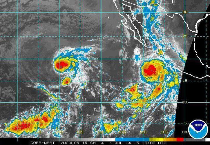 Hasta las 04:15 horas de este martes el huracán Dolores se encontraba a 385 kilómetros al oeste-suroeste de Manzanillo, Colima, y a 395 kilómetros al sur-suroeste de Cabo Corrientes, Jalisco. (ssd.noaa.gov)