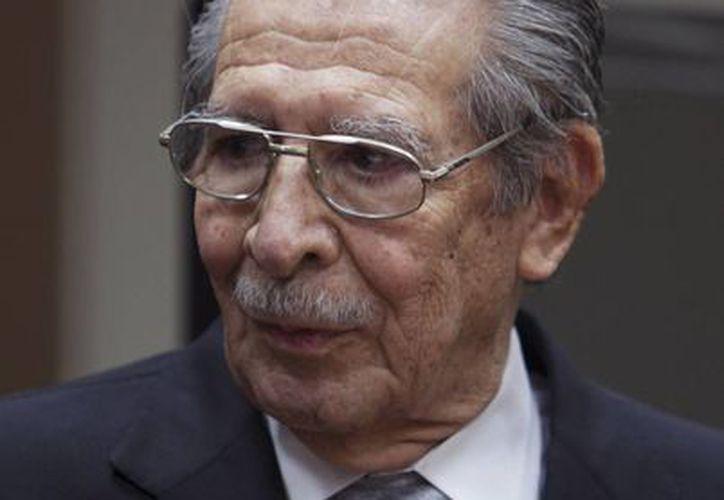 El juez decidió que Ríos Montt continúe bajo arresto domiciliario. (Agencias)