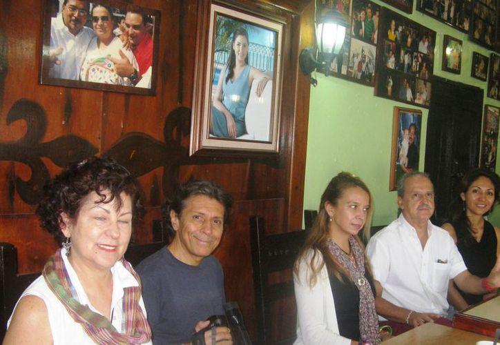 El Comité Organizador de la Pirámide del Pensamiento Positivo Tulum 2012 anunciaron el evento que se realizará el 22 de diciembre. (Rossy López/SIPSE)