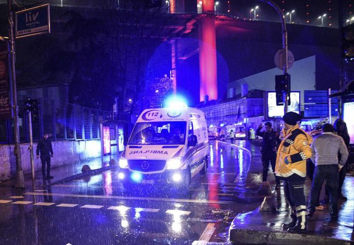 En el marco de las celebraciones por el Año Nuevo, cientos de personas que estaban dentro un club nocturno en Estambul, Turquía, fueron víctimas de al menos un hombre armado. (Fotos: AP)