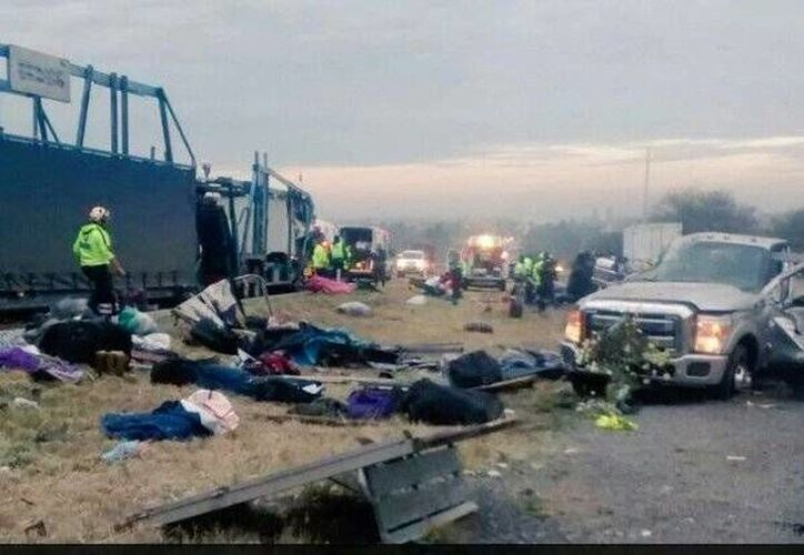 Imagen del choque que ocurrió en la carretera Querétaro-Irapuato.(twitter.com/luismiguelbaraa)