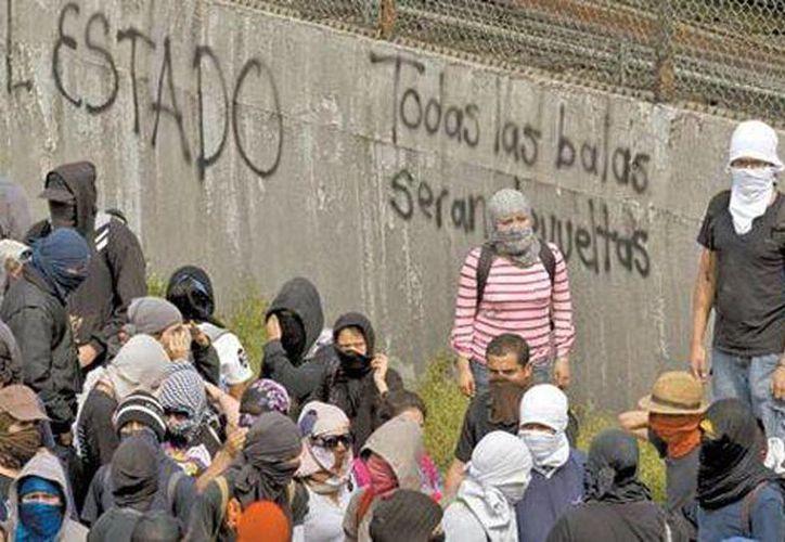 Los anarquistas se caracterizan por sus acciones violentas en calles, visiblemente en la capital del país. Imagen de una manifestación en la Ciudad de México. (Agencias/Archivo)