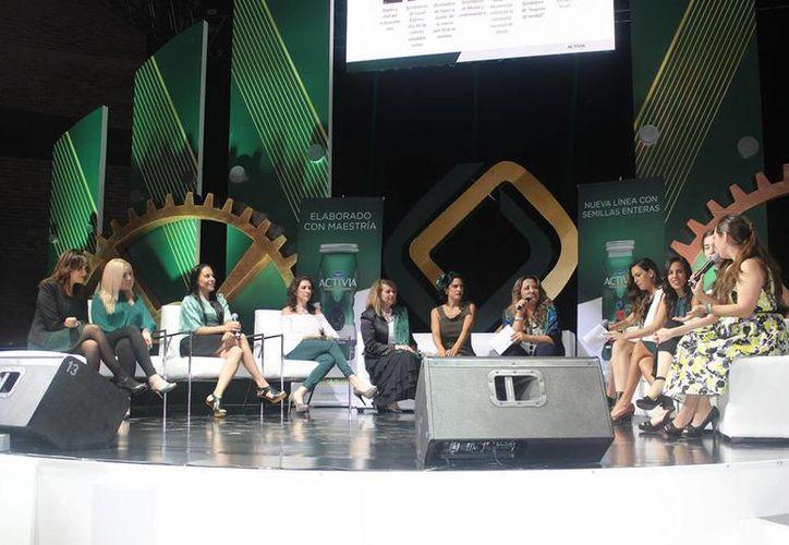 En el marco de la presentación de la nueva imagen del yogurt Activia, se ofreció una conferencia sobre la autocrítica femenina. (Teresa Pérez/SIPSE)