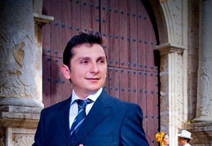 Jesús Armando, con más de 20 años de carrera como cantante, será juez en concurso de canto de Yucatán. (Milenio Novedades)