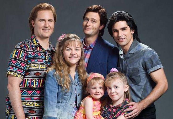 Imagen de los actores que estarán en la cinta no autorizada de la serie Full House, famosa en los años 90. La cinta será un recuento del 'detrás de cámaras' del famoso de la cadena ABC, que estuvo al aire de 1987 a 995, será estrenada por Lifetime. (Sitio oficial/ Lifetime)