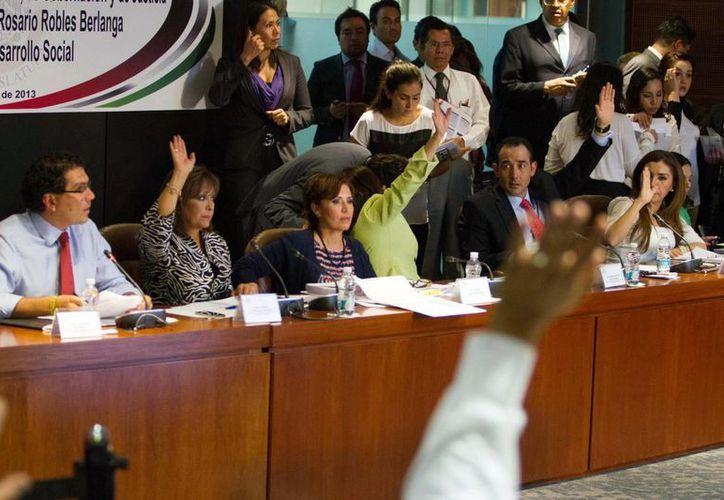 Senadores del PAN dijeron que Robles no tiene calidad moral para encabezar la política social del país. (Notimex)