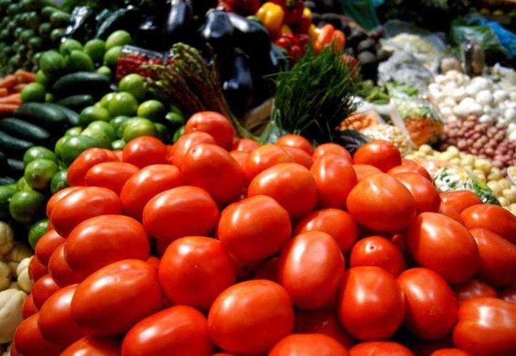 Algunas frutas y verduras aumentaron sus precios. (Notimex)