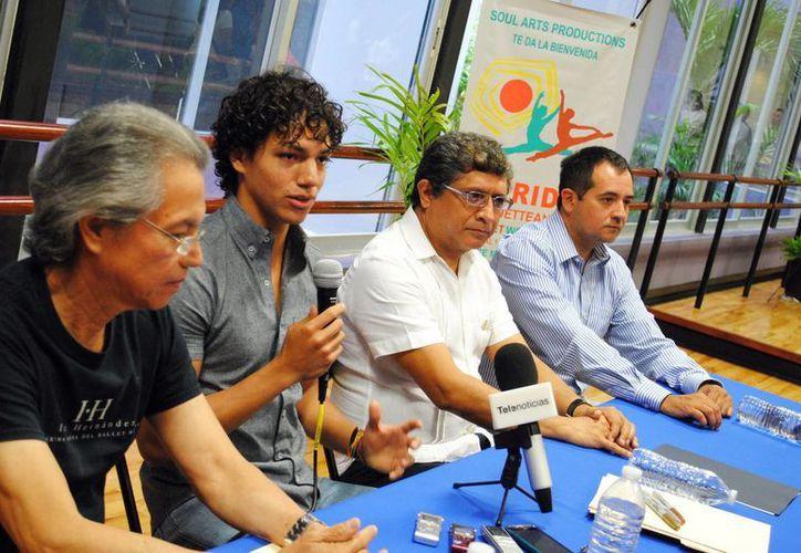 El programa 'Pirouteando' busca la perfección de las técnicas de talento en la danza clásica, además impartirán talleres y conferencias en el Centro Municipal de Mérida.  (Milenio Novedades)