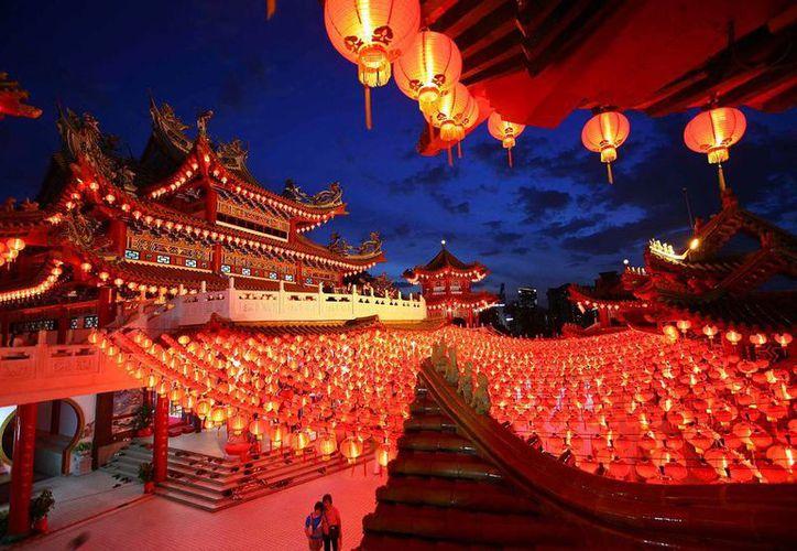 Un chef, una directora de un sitio web y un diseñador industrial han aportado conocimientos a la cultura china. (taringa.net)