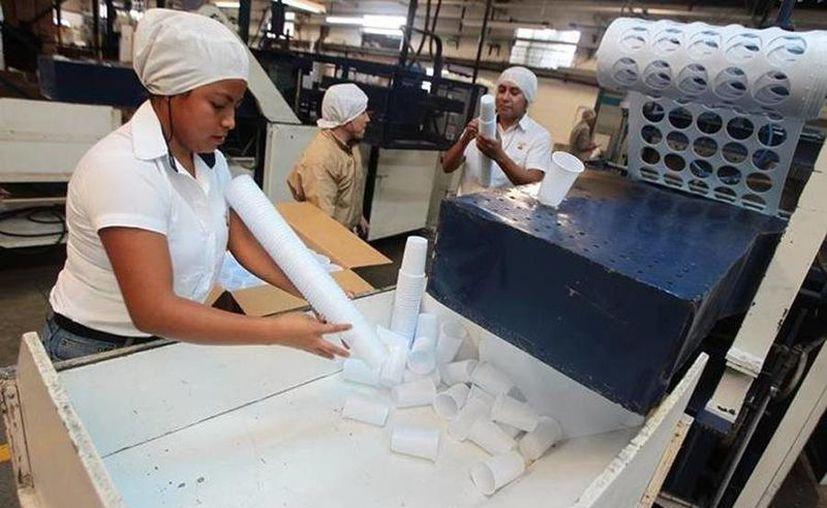Los jóvenes son capacitados en labores industriales y estimulados para emprender o continuar estudios. (Prensa Libre/Alvaro Interiano)