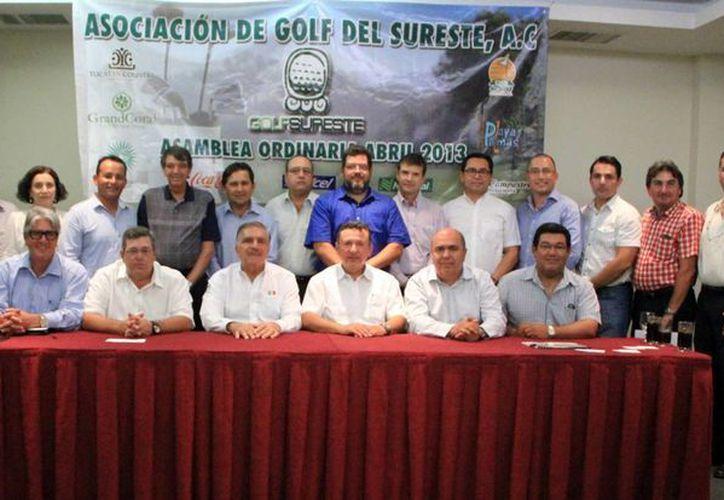 Ayer tomó posesión la nueva directiva de la Asociación de Golf del Sureste, que encabeza Jorge Caamal. (José Acosta/SIPSE)