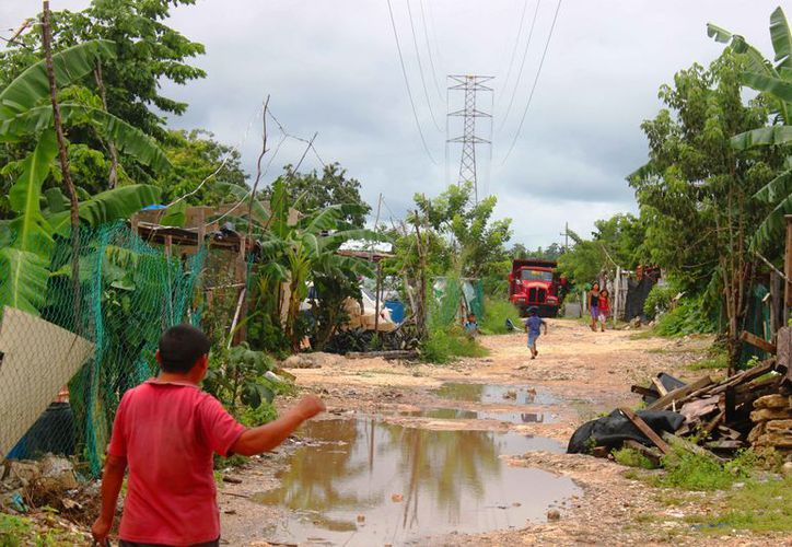En los asentamientos humanos registran mayor problemas por acumulación de agua. (Daniel Pacheco/SIPSE)