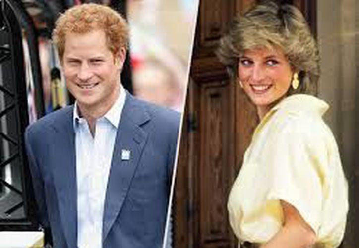 Harry continúa trabajando en una causa que defendía su difunta madre, la princesa Diana. (Internet)