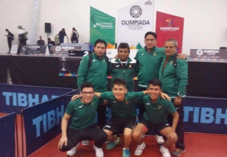 Equipo yucateco de tenis de mesa, que ganó la medalla de oro al vencer a Quintana Roo en la Olimpiada Nacional. (Fotos: Milenio Novedades)