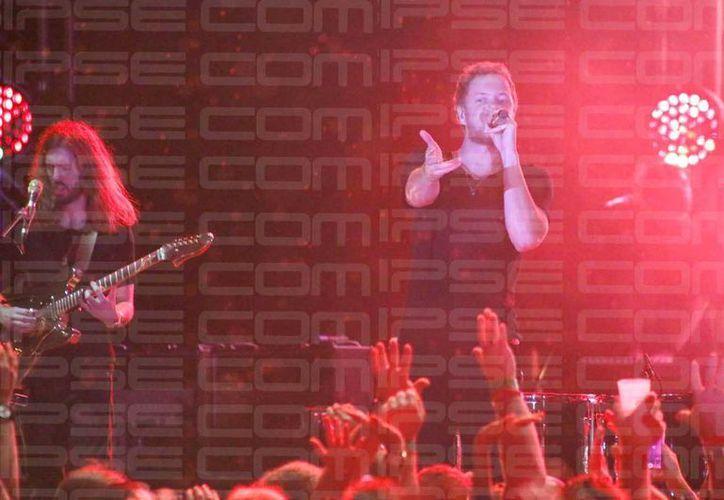"""Wayne """"Wing"""" Sermon y Dan Raynolds, integrantes de la banda Imagine Dragons, encendieron a la Riviera Maya. (Israel Leal/SIPSE)"""