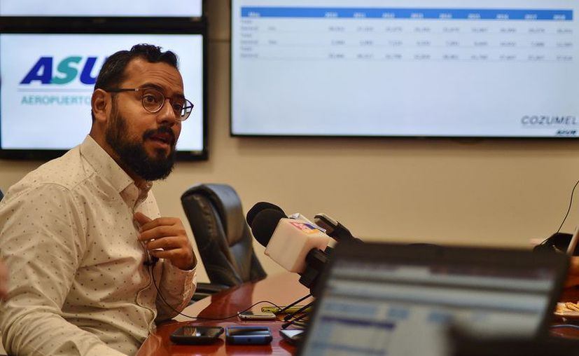 Jorge Campos dio a conocer las fechas, operaciones y periodo en el que Cozumel quedará conectado entre julio y agosto de este año con Monterrey y la Ciudad de México. (Foto: Gustavo Villegas)
