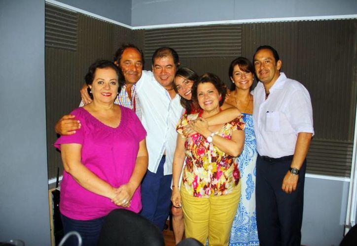 Conductores e invitados del programa Salvemos una Vida. (SIPSE)