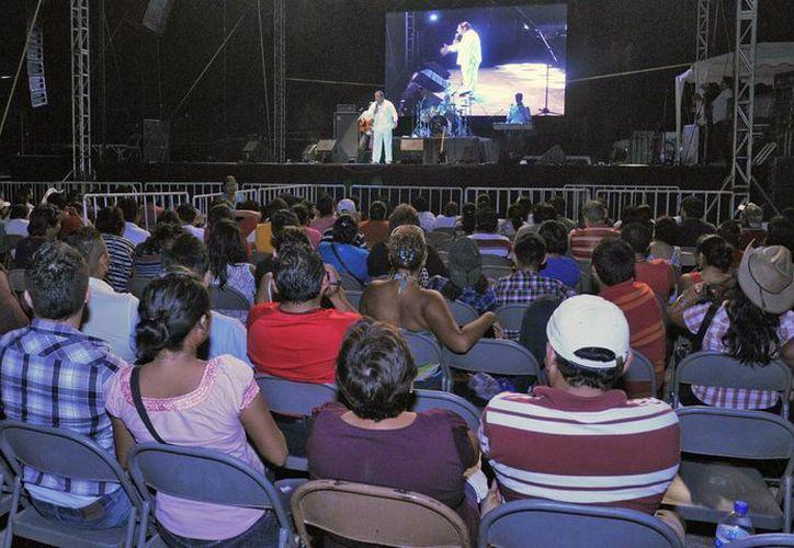 """Cozumeleños se dieron cita para disfrutar la obra en la plaza de toros """"La Española"""". (Cortesía/SIPSE)"""