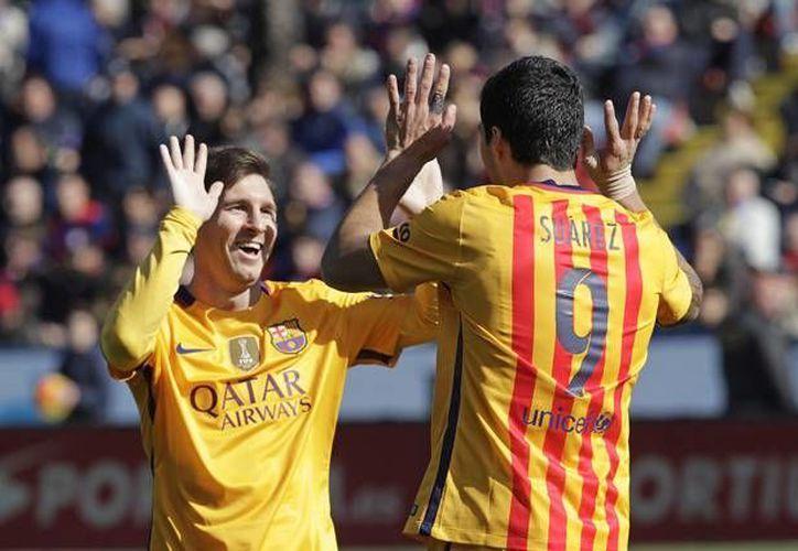 Barcelona continúa líder de la liga española con 54 puntos, tras vencer este domingo al Levante con 2-0. (AP)