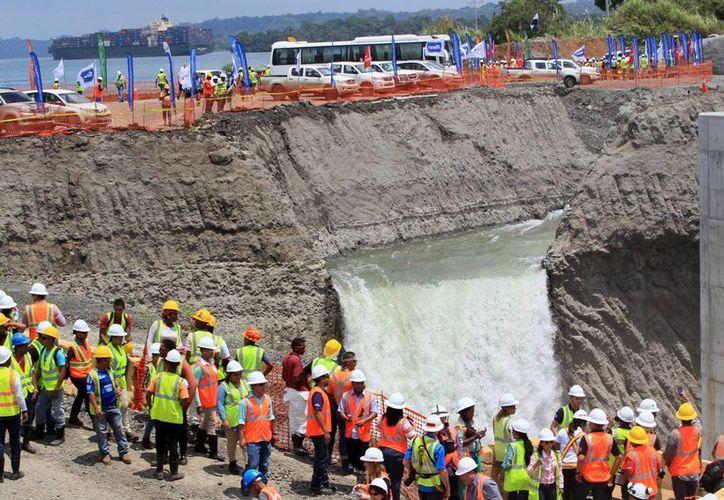 La huelga de los trabajadores de la ampliación del Canal de Panamá iniciará este miércoles a las 12:00 horas. (EFE)