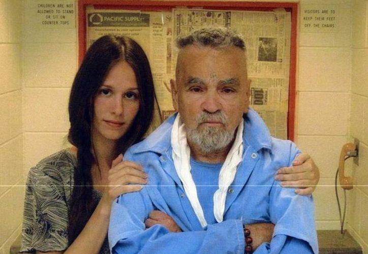 Afton Elaine Burton dijo estar enamorada del asesino Charles Manson.(mansondirect.com)