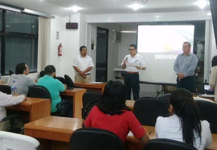 Los representantes de partidos políticos recibieron la capacitación de la Unidad Técnica de Fiscalización del INE. (Harold Alcocer/SIPSE)