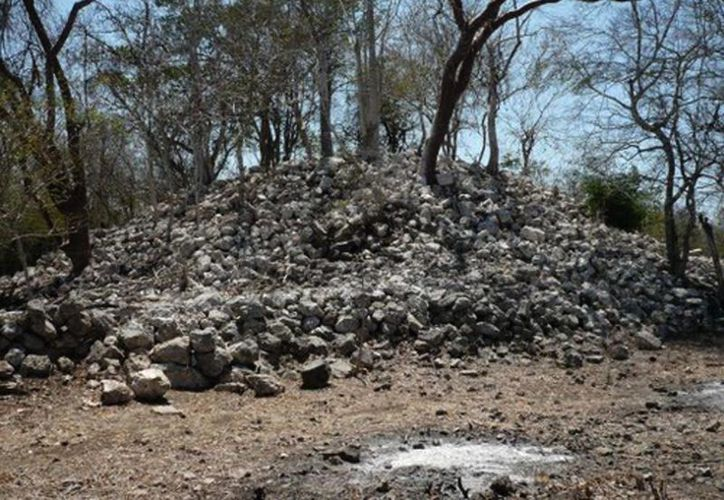 En la zona arqueológica de Anikabil, en Caucel, dicen que ahí también el 'viento bueno' enseña a los curanderos mayas. (Jorge Moreno/SIPSE)
