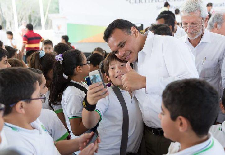 El gobernador Rolando Zapata estará este martes en una escuela secundaria en Polígono 108 y se reunirá con personas discapacitadas en el Complejo de la SSP. (SIPSE)